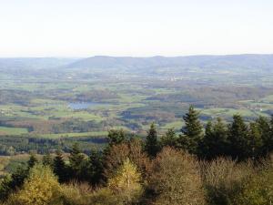 mont Beuvray - panorama  (bh-souzani - wilipedia)
