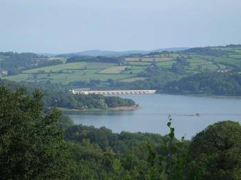 Morvan - lac Pannecière (Benchaum - wikilpedia)
